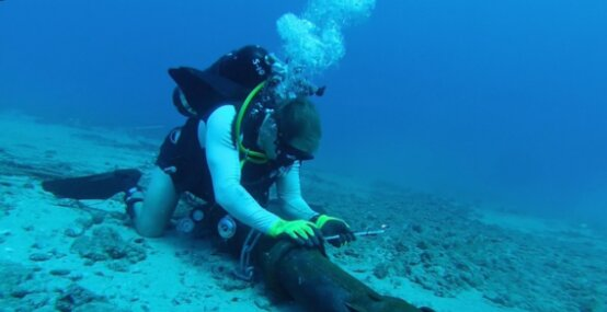 Pemasangan Kabel Optik Bawah Laut